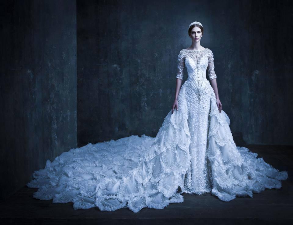 Fashion designer Michael Cinco | Les écritures brèves